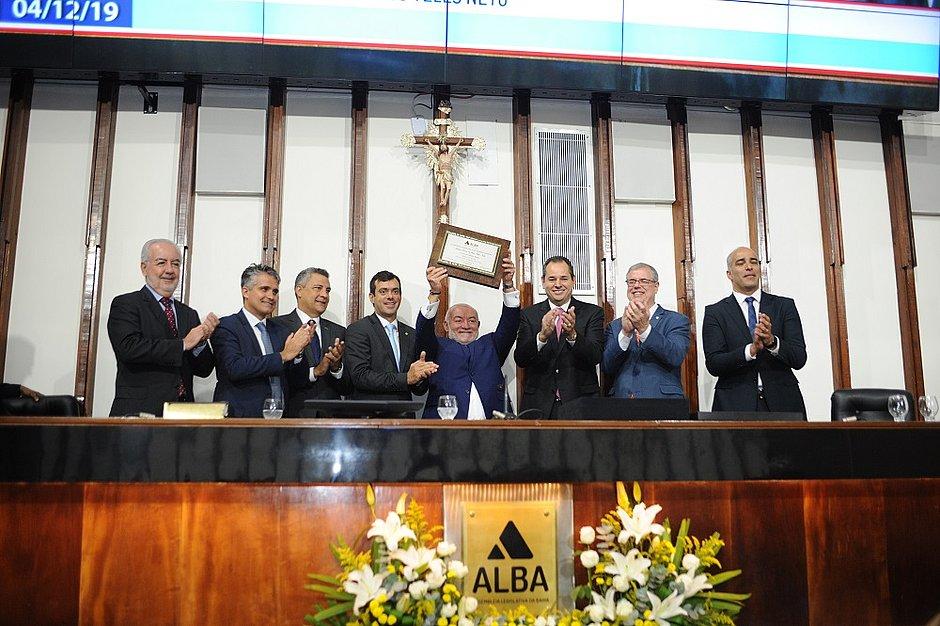 Eurico de Jesus Teles Neto recebeu o título de Cidadão Baiano  durante sessão especial da Assembleia realizada ontem pela manhã