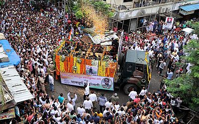 Desfile fúnebre do Major do exército indiano Kaustubh Rane, que foi morto em um tiroteio na Caxemira,na estrada de Mira.
