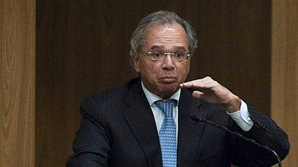 Brasil enfrentará 2ª onda com vacinação em massa e privatizações, diz Guedes