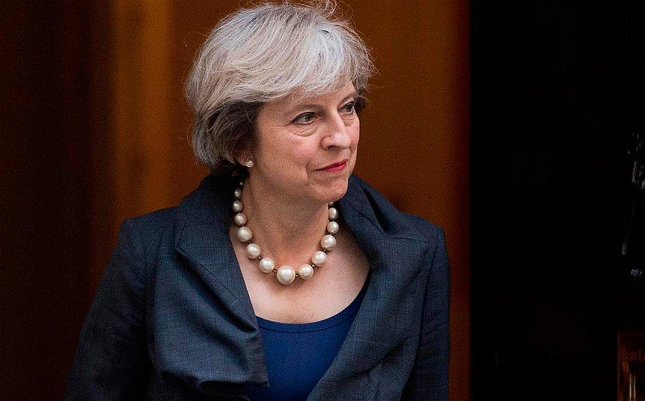 Theresa May adia voto sobre Brexit no Parlamento do Reino Unido