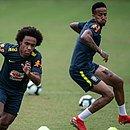 Reservas da Seleção treinaram no Barradão; time segue para São Paulo hoje