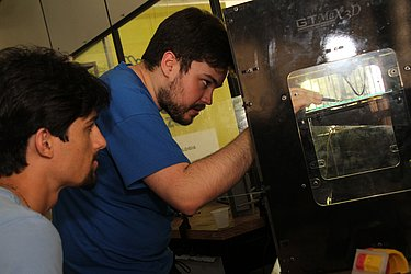 Impressora: Gino testou a impressora 3D do IhacLab-i