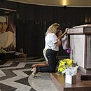 Fiéis visitam túmulo de Irmã Dulce