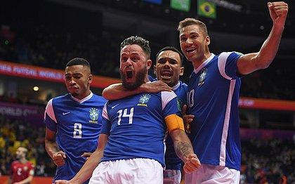 Capitão Rodrigo comemora gol da vitória sobre Marrocos