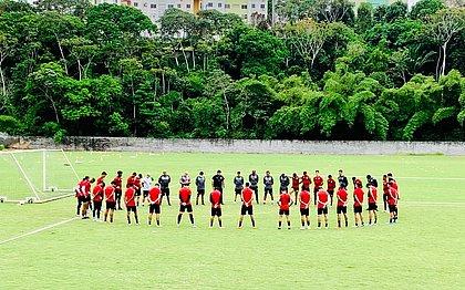 Atual elenco do Vitória treina na Toca do Leão
