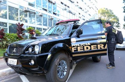 PF cumpre mandados de prisão por desvio de verbas na educação na Bahia e Minas