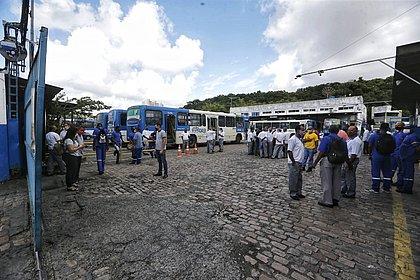 Rodoviários fazem paralisação e atrasam saída de algumas linhas de ônibus