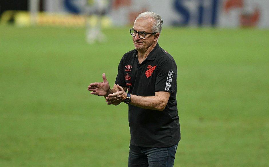 Dorival não resistiu à sequência de derrotas no Brasileirão