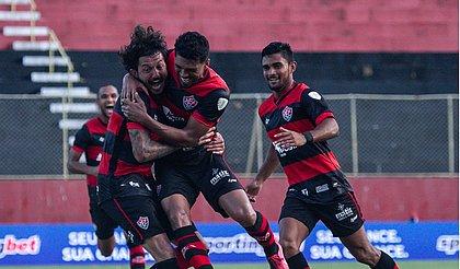 Vitória venceu o Santa Cruz com gols de Van e Fernando Neto