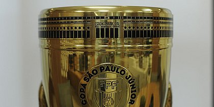Troféu da Copa São Paulo homenageia o estádio do Pacaembu