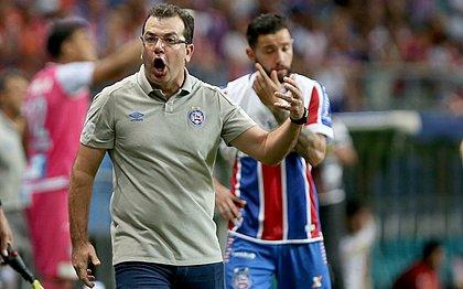 Enderson Moreira brada à beira do campo durante final da Copa do Nordeste contra o Sampaio Corrêa