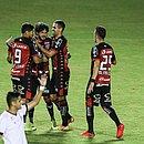 Fernando Neto comemora o primeiro gol do Vitória sobre o Figueirense