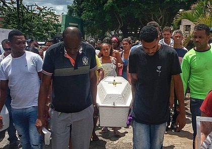'Por que não deu minha neta pra eu criar?', lamenta avó de menina morta em Camaçari