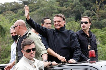 Bolsonaro volta a criticar vacinas e promete novidade sobre 'tratamento precoce'