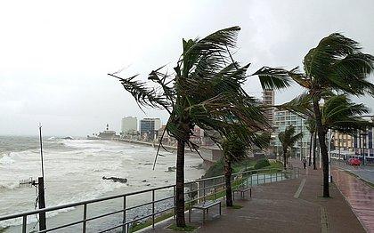 Salvador pode ter chuvas e ventos fortes; ciclone põe estado em alerta