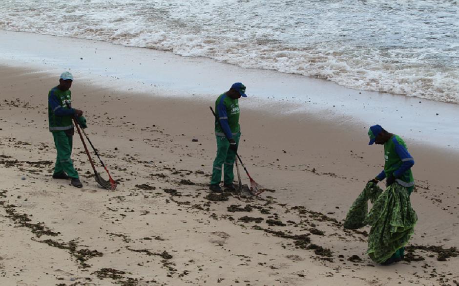 Inema diz que está liberado o banho de mar caso não haja óleo visível