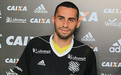 Acertado com o Vitória, volante Dudu Vieira já defendeu clubes como o Figueirense