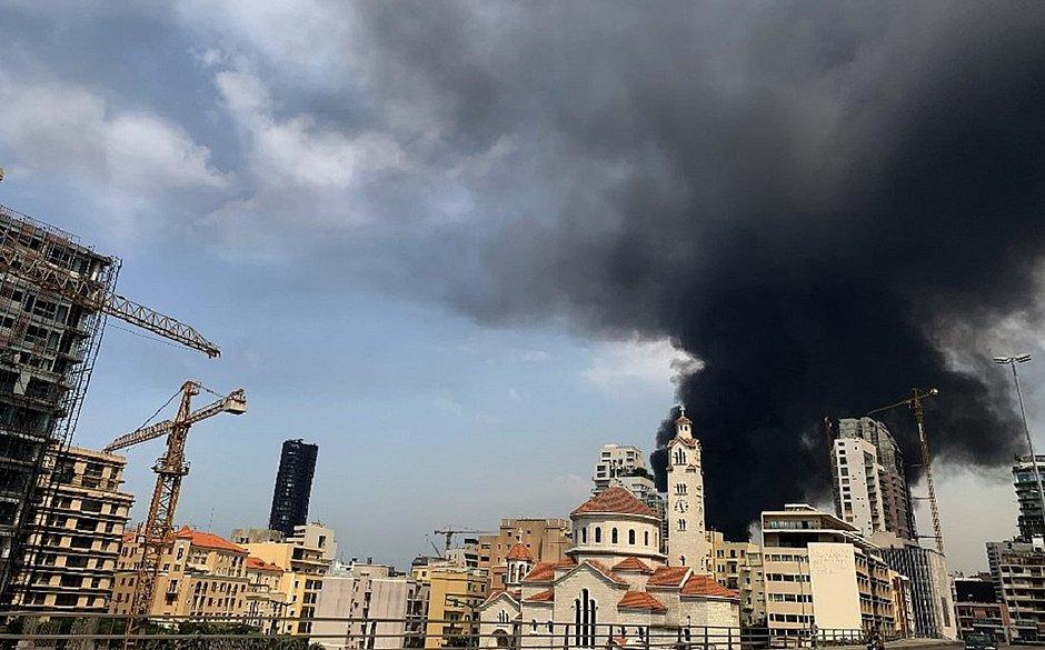 Após megaexplosão, porto de Beirute é atingido por novo incêndio; veja vídeo