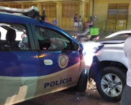 Viatura da PM bate em carro durante perseguição na Avenida Bonocô