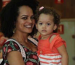 Mãe de Lis Catarina, de quase 3 anos, Rosiene continua amamentando