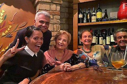 Nora publica foto de jantar com Glória Menezes: 'Dias se tornando menos tristes'