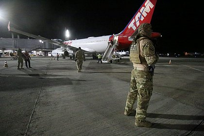 Preso em operação, traficante que tinha vida de luxo no RJ chega a Salvador