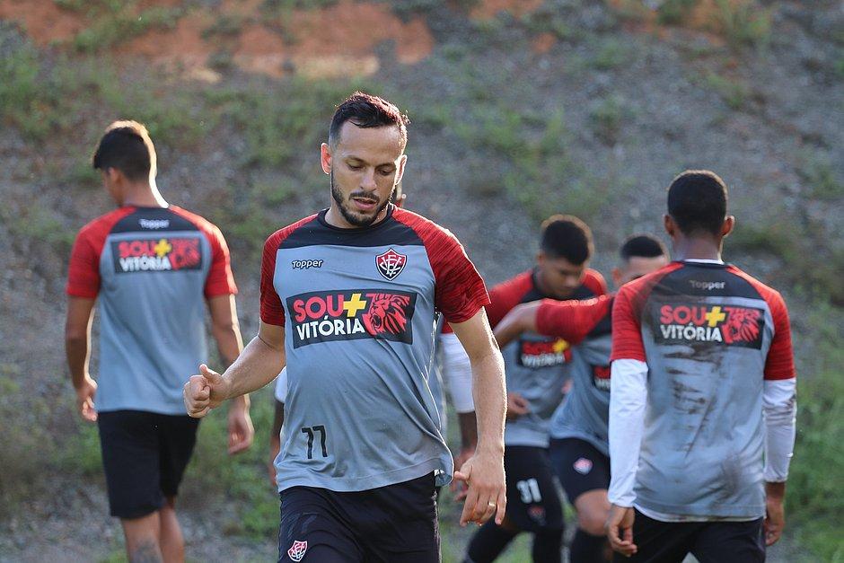 Yago é emprestado ao Goiás e se despede do Vitória