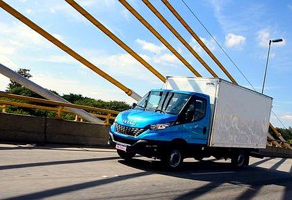 O Iveco Daily que pode ser guiado com CNH B é oferecido com carroceria do tipo furgão e chassi-cabine, que pode levar um baú, por exemplo