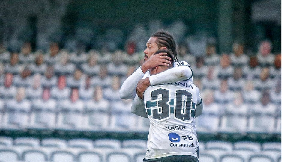 Coritiba venceu o Vasco e saiu da zona de rebaixamento
