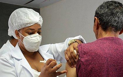 Toda população adulta de Salvador receberá 1ª dose até fim de agosto, diz Bruno Reis