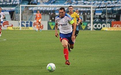 Gilberto chegou a marcar um golaço contra o Grêmio, mas tento foi anulado pelo VAR