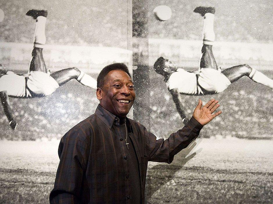 Pelé completa 80 anos e é reverenciado pelo mundo do futebol