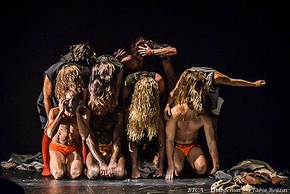 A coreografia Dê Lírios do BTCA