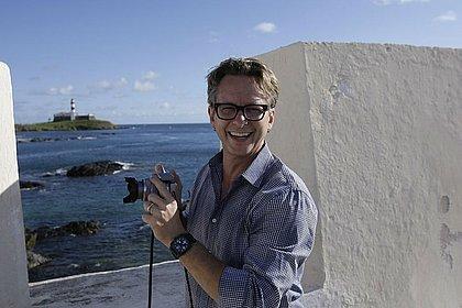 Frank Tyneski na balaustrada do Forte de Santa Maria