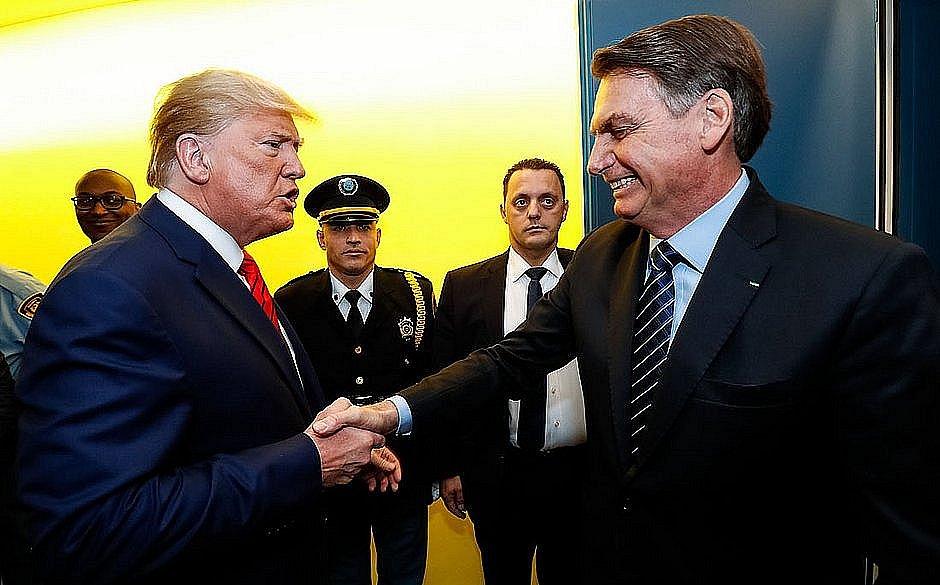 Trump vê grave surto de coronavírus no Brasil quer fim de voos para os EUA