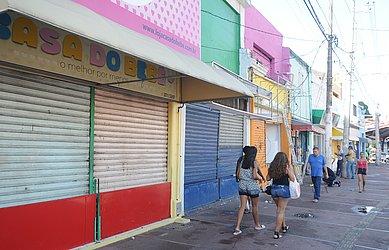 Lojas fechadas na Baixa dos Sapateiros