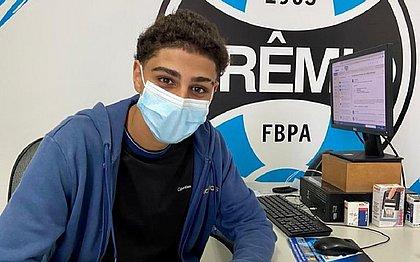 Adriano Carvalho assinou contrato com o Grêmio