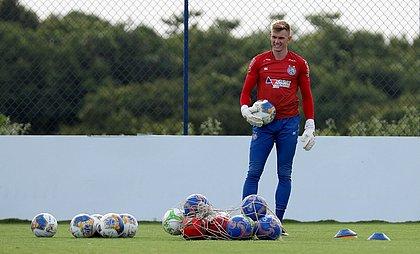 Douglas tem titularidade questionada no Bahia, mas ganhou o apoio do técnico Dado Cavalcanti