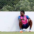 Com Gilberto suspenso, Rodallega é cotado para ser titular contra o Fortaleza