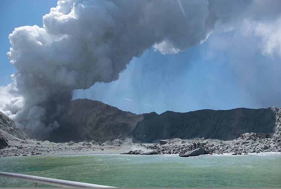 Vulcão mata pelo menos cinco pessoas na Nova Zelândia; brasileiros escaparam