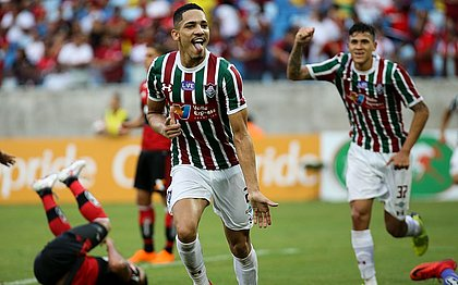 Gilberto comemora terceiro gol do Fluminense contra o Flamengo