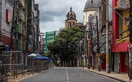 'Lockdown' parcial deixa ruas de Salvador vazias neste domingo