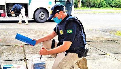 Passageira de ônibus é presa com 13,3 kg de maconha em Camacan