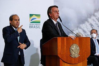 Bolsonaro veta projeto que liberaria remédios para câncer via planos de saúde
