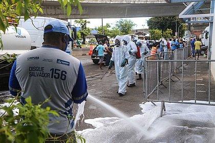 Além da limpeza, máscaras foram distribuídas no local