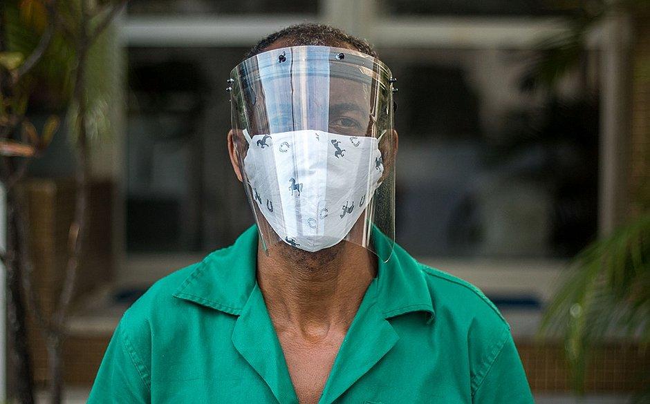A máscara não está só: protetores faciais começam a invadir as ruas de Salvador