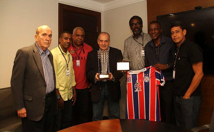 Campeões de 1988 visitam a Rede Bahia e prestam homenagem