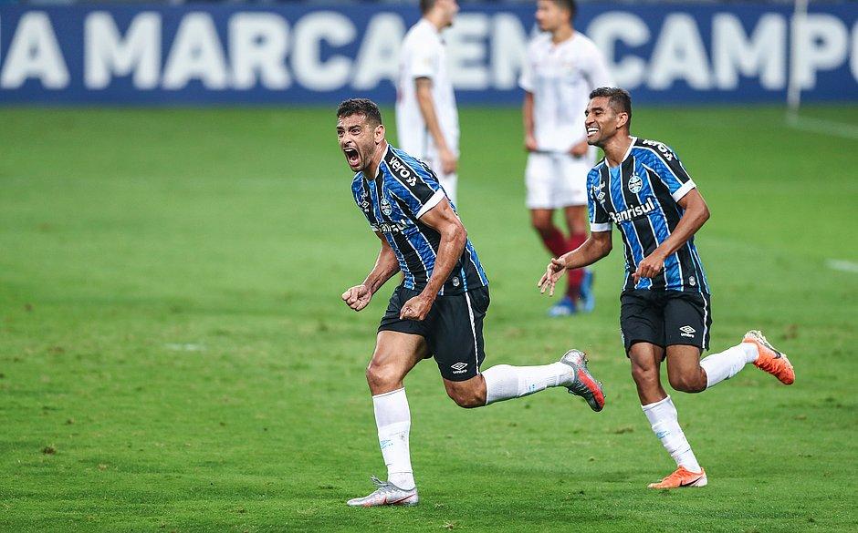 Diego Souza festeja o gol do tricolor gaúcho