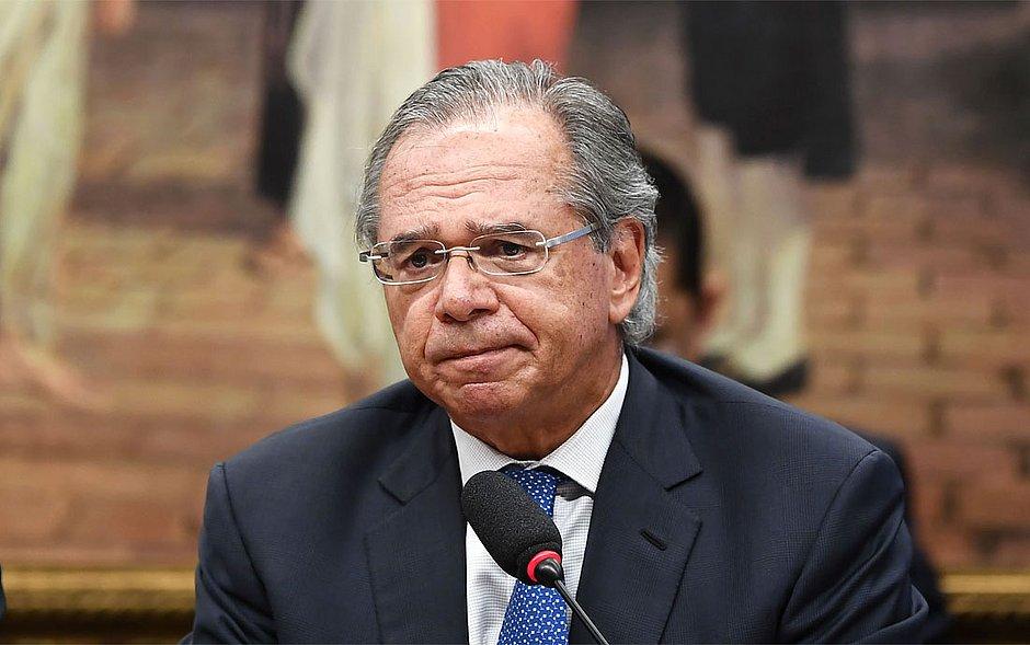 Paulo Guedes vai fazer troca de cadeiras na equipe econômica