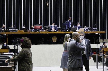 Deputados aprovam prorrogação de MP que permite redução salarial na pandemia
